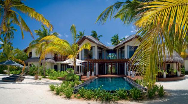 Белые песчаные пляжи и бирюзовые воды: Constance Halaveli Resort