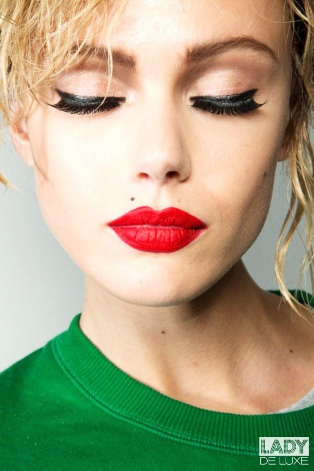 Фото с красной помадой макияж